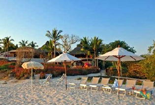 Relax on the white sand beach of Casa Papelillos.