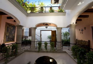 Entrance to villa with Cantera columns and arches.